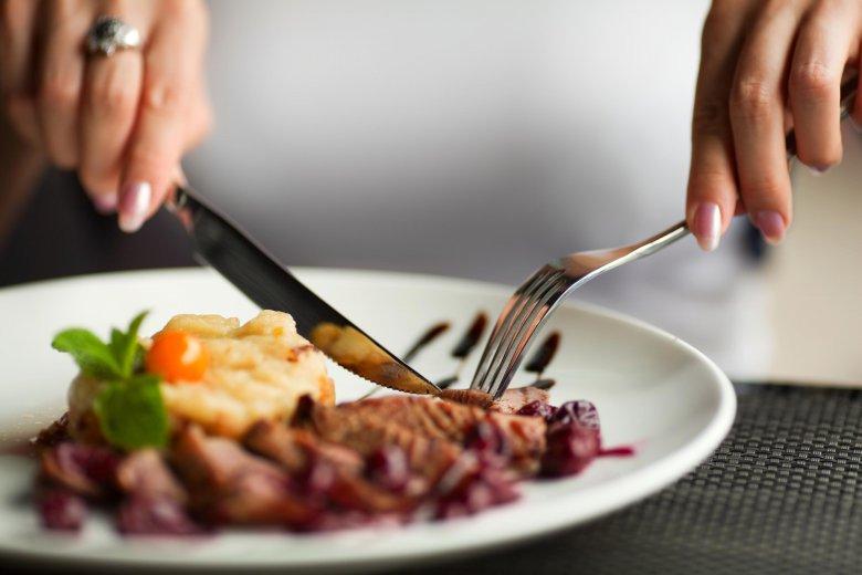Почему за столом нельзя желать приятного аппетита